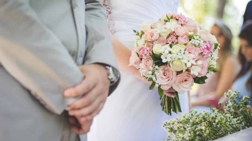 """""""Sí, quiero"""", varios meses después: Las parejas atrasan las bodas por el coronavirus"""