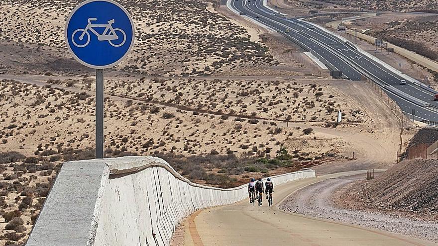 Un carril para bicis de seis kilómetros garantiza la seguridad de los ciclistas