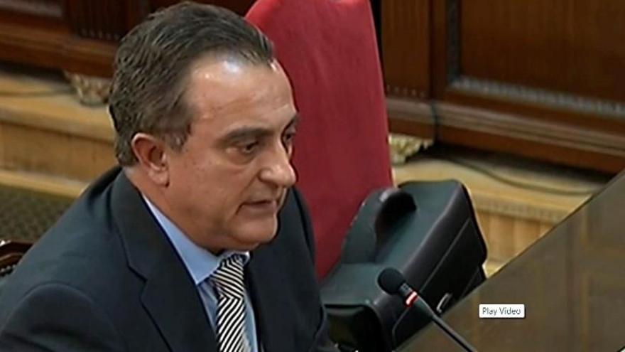 """Un mando de los Mossos dice que advirtieron a Puigdemont de una """"escalada de violencia"""""""
