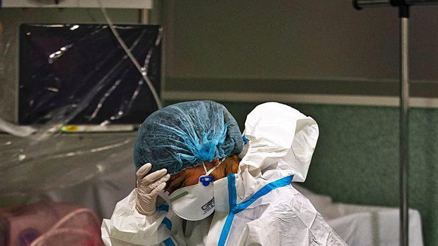 Seis de cada diez médicos sufren el 'síndrome del desgaste' por la pandemia