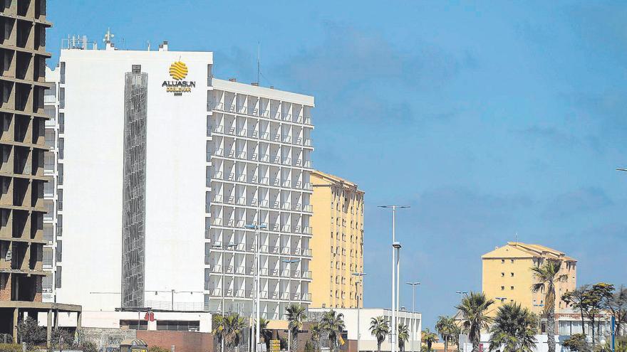 Las cadenas que llegan a la costa de la Región cambian la marca de los hoteles