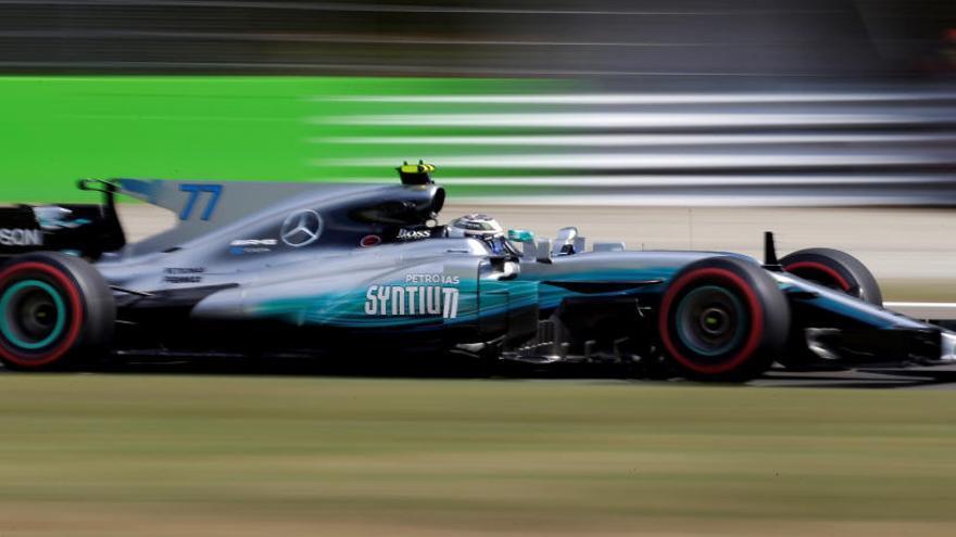 Bottas, por delante de Hamilton y Ferrari en Monza