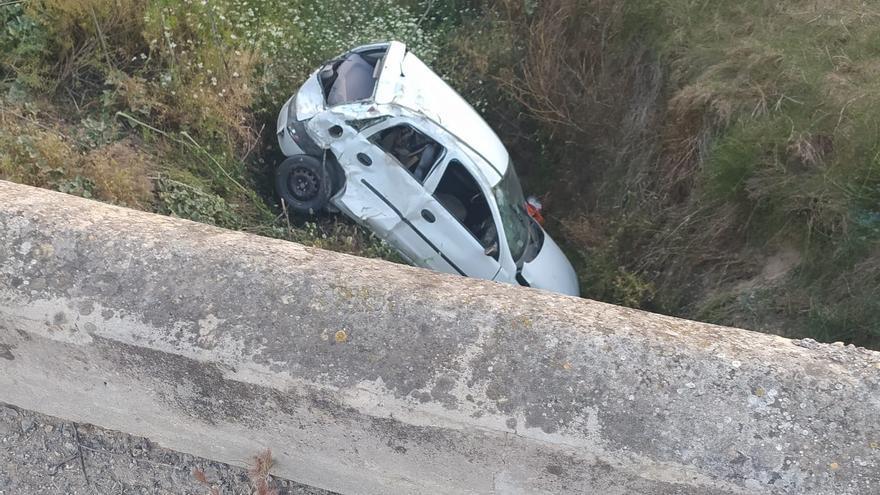 Muere un vecino de Fernán Núñez de 42 años al caer su vehículo a un arroyo en Córdoba