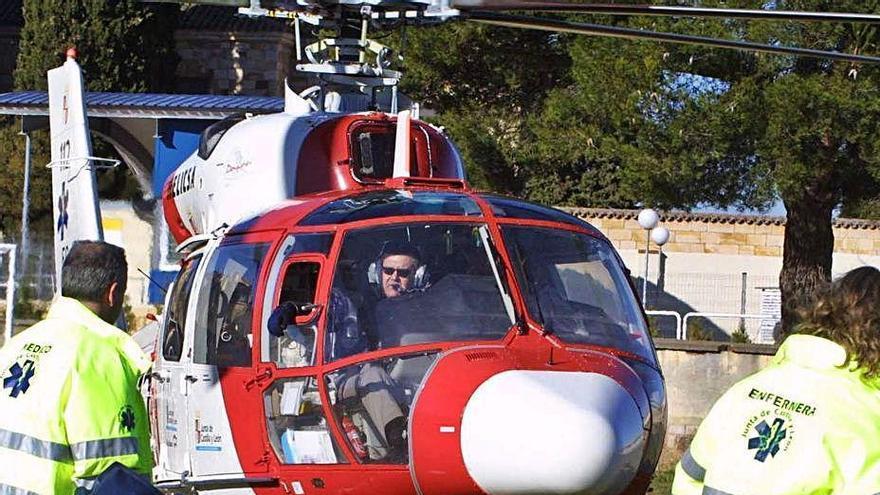 Un helicóptero durante un accidente en la comarca alistana.