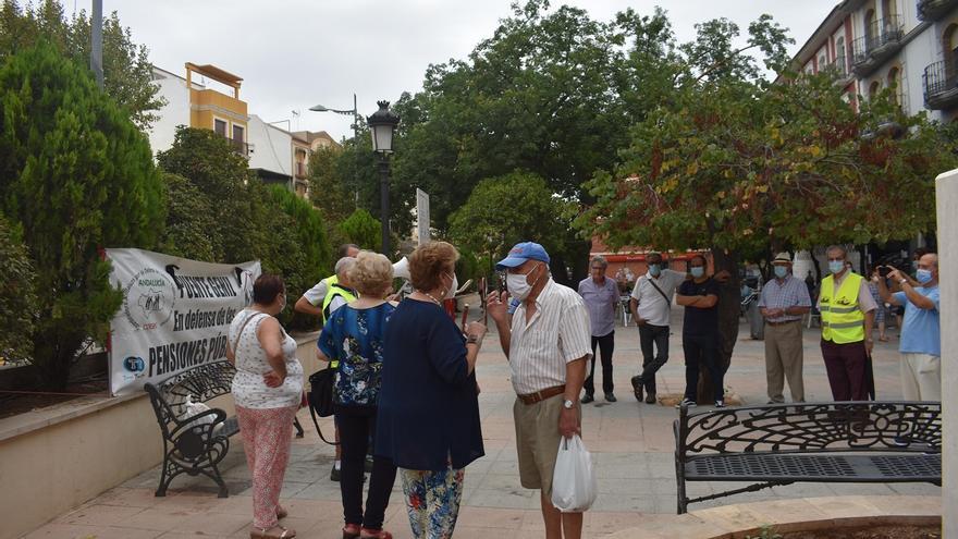 Los pensionistas de Puente Genil salen a la calle en contra de las nuevas medidas del Gobierno central