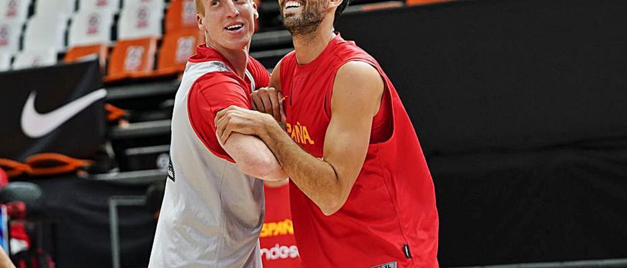 Javier Beirán, ayer, junto a Alberto Díaz, en el entrenamiento de España.