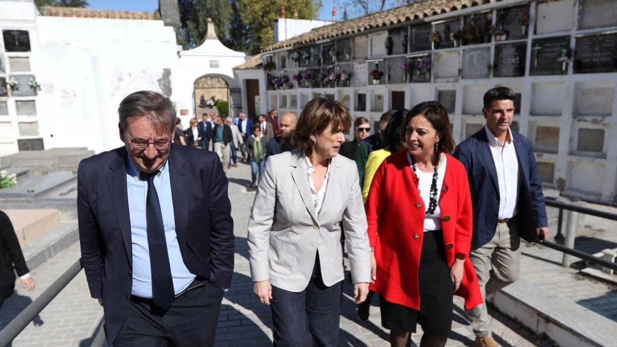 """Delgado confía en la continuidad de las exhumaciones, que """"no es buscar"""", sino """"dignificar"""""""