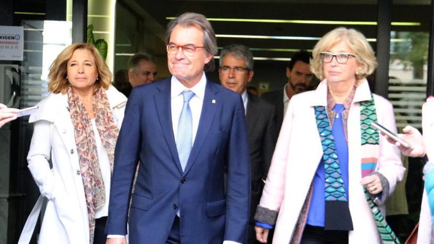 El Suprem rebaixa les inhabilitacions pel 9-N a Mas, Ortega i Rigau
