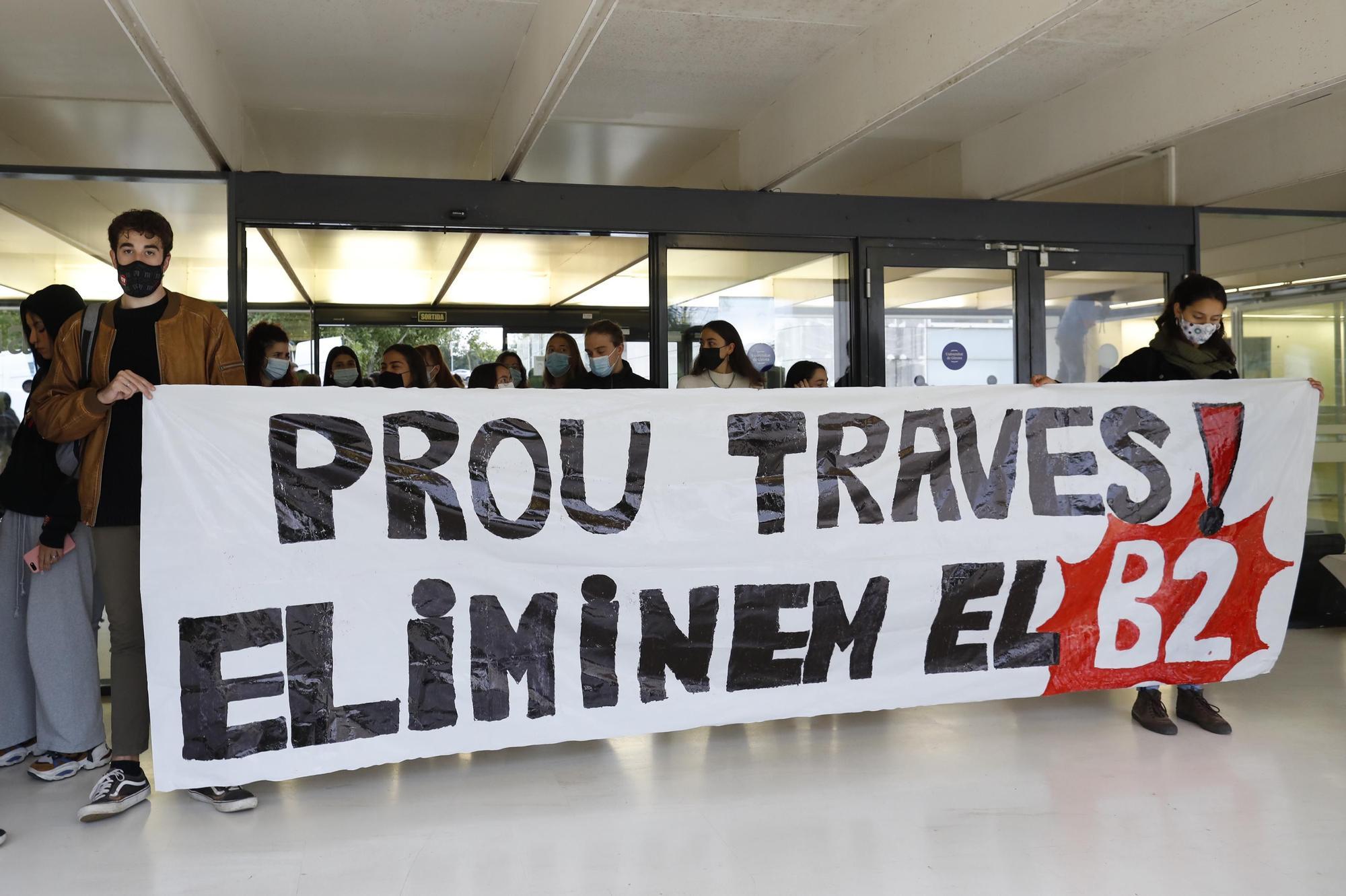 Nova protesta contra l'obligatorietat de la tercera llengua a la UdG