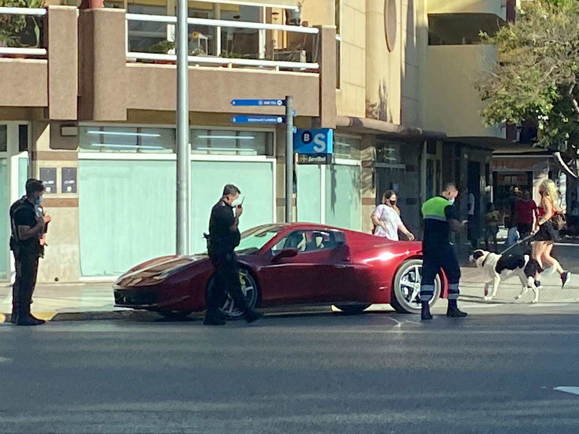 Cepo y multa a un Ferrari en Ibiza