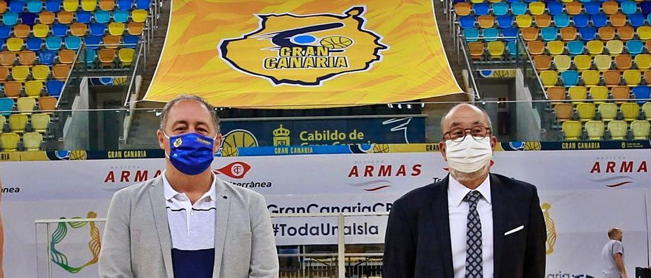Francisco Castellano –izquierda–, consejero de Deportes del Cabildo, junto a Enrique Moreno, presidente del club. | | CBGC