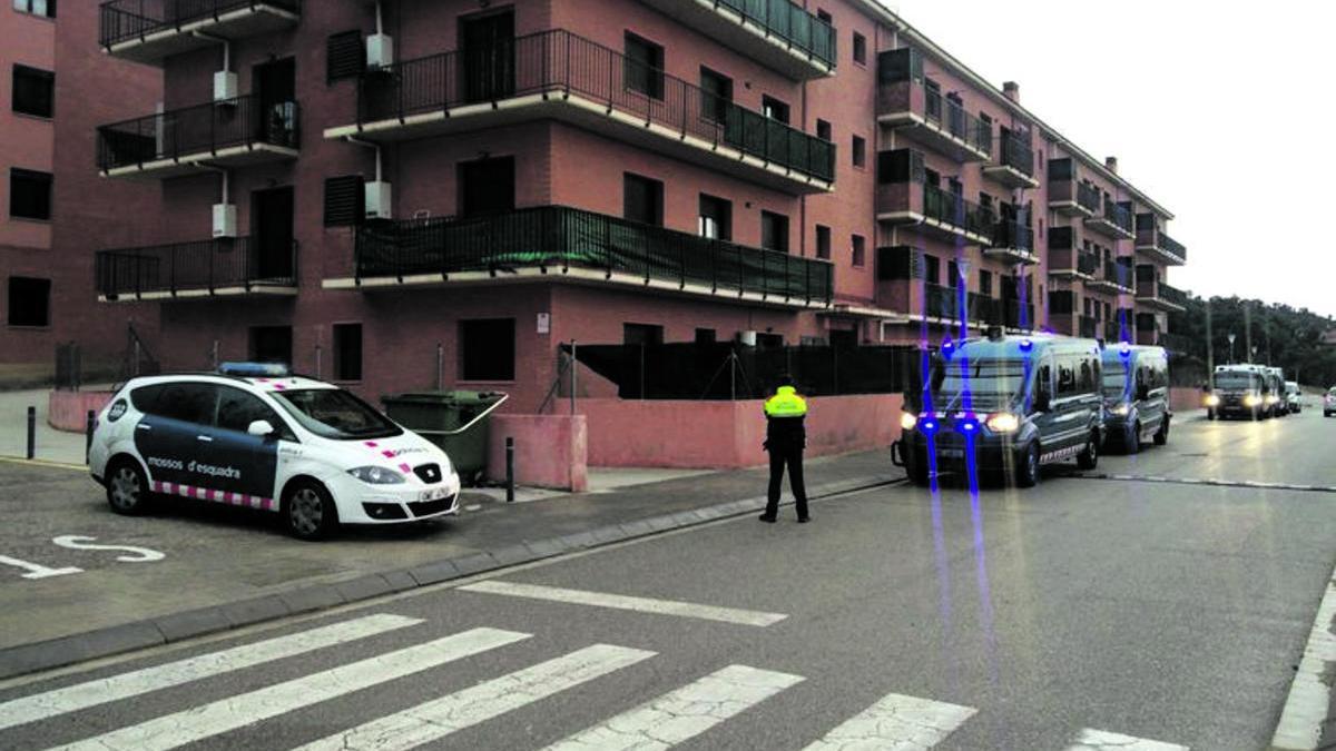Un dels carrers on els Mossos van fer el registres el 2017