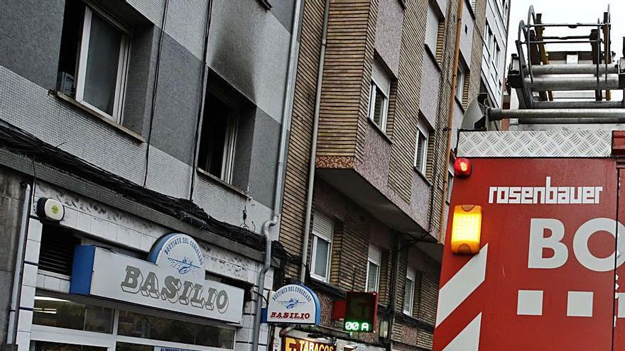 Un incendio en un primero de Ramón y Cajal se salda con daños materiales