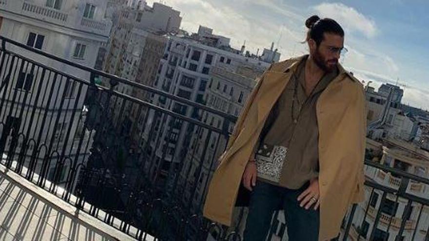 """Can Yaman desata la locura en Madrid y se disculpa ante sus fans: """"La policía lo pasó muy mal, siento la interrupción"""""""