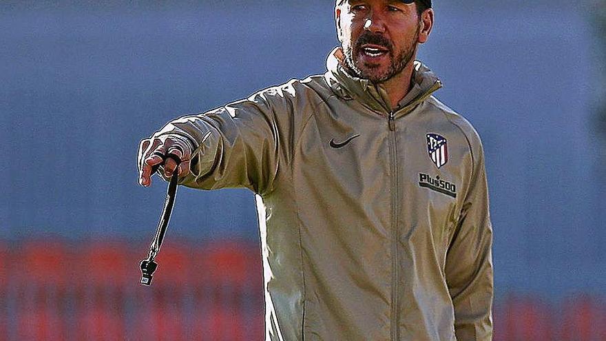 Simeone ensaya con Costa y Llorente para Balaídos
