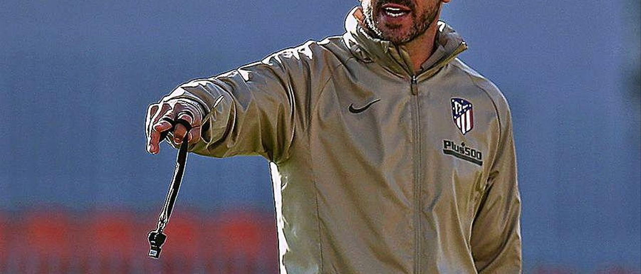 Diego Simeone, ayer en el entrenamiento del Atlético.