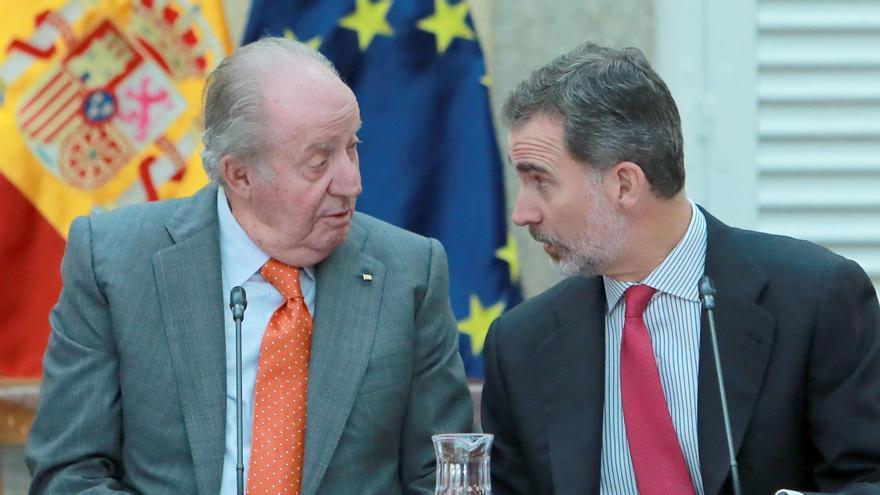 El Rey Juan Carlos I y Felipe VI.