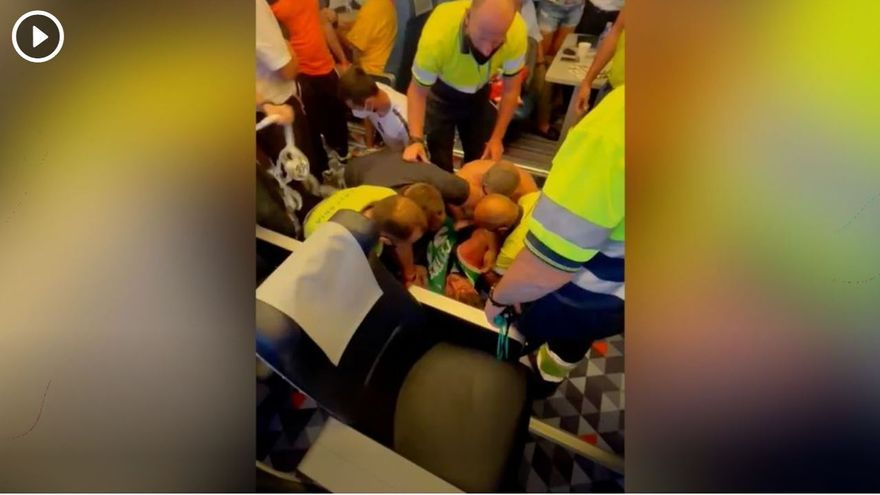 Caos en un viaje a Ibiza en un barco de Baleària: un pasajero agrede a otros viajeros y tiene que ser reducido