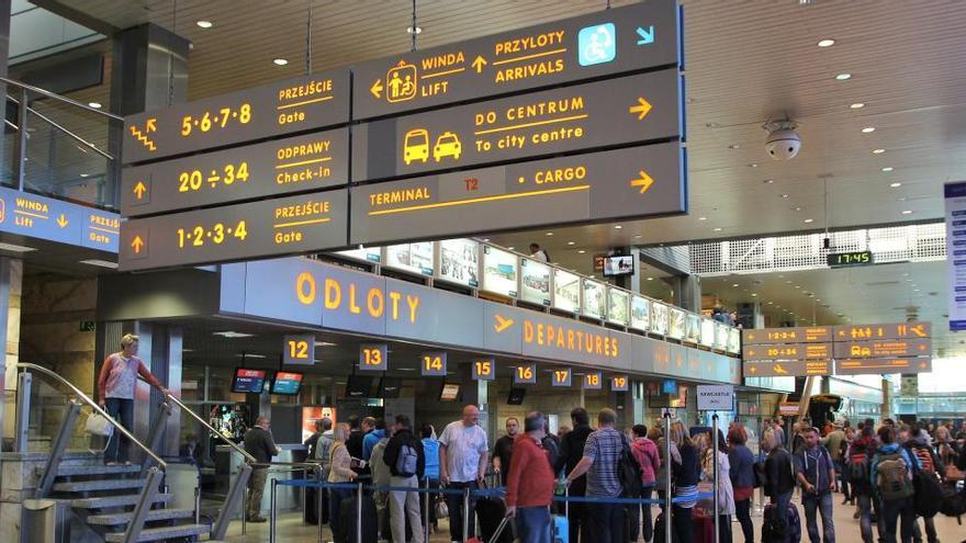 Polonia suspende vuelos a España y otros países europeos por la Covid-19