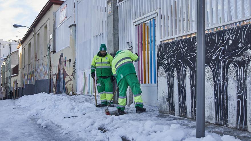 Madrid aplaza al miércoles la apertura de los colegios por la nevada