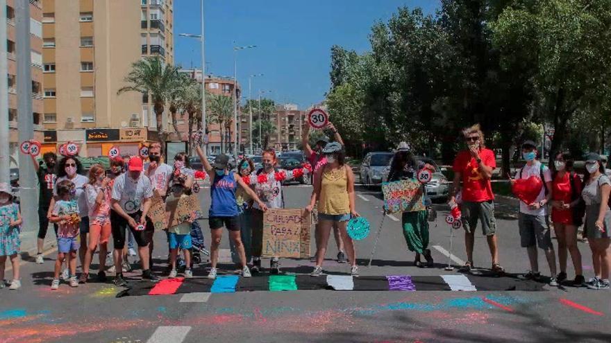 En lucha por recuperar los pasos de peatones 'robados'