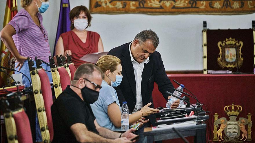"""Díaz (CC) urge medidas ante la crisis y el """"bloqueo mental"""" del grupo de gobierno"""