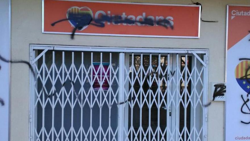 Cs denuncia un ataque a una de sus sedes en Tarragona
