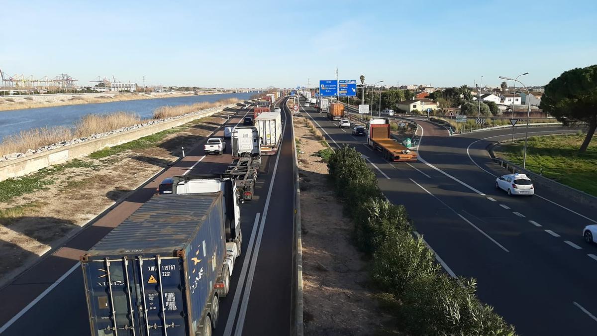 Cierre perimetral de València: atascos en las salidas de València
