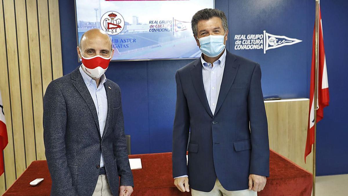 Antonio Corripio y Alfredo Alegría, ayer, en la sede del Grupo tras la firma del acuerdo de colaboración.