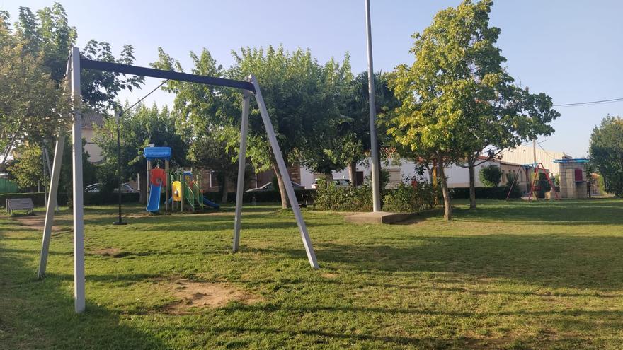 Tábara estrena parques infantiles y de ejercicio para la tercera edad