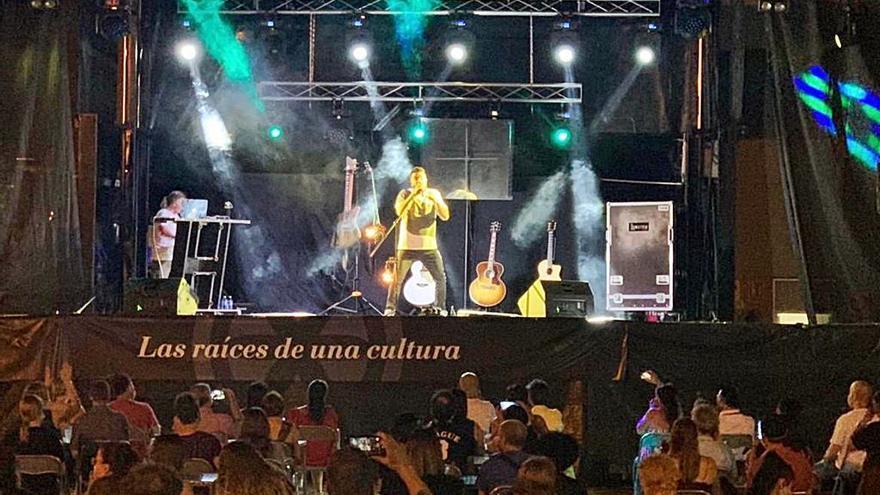 """Huecco hace vibrar al público de Morales de Toro con su """"Acústico Salvaje"""""""