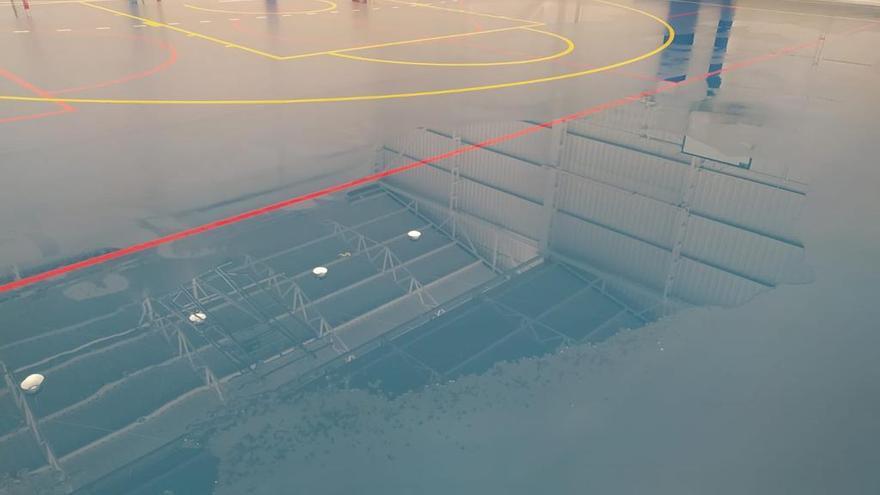 La lluvia vuelve a inundar el reformado pabellón B de Almassora