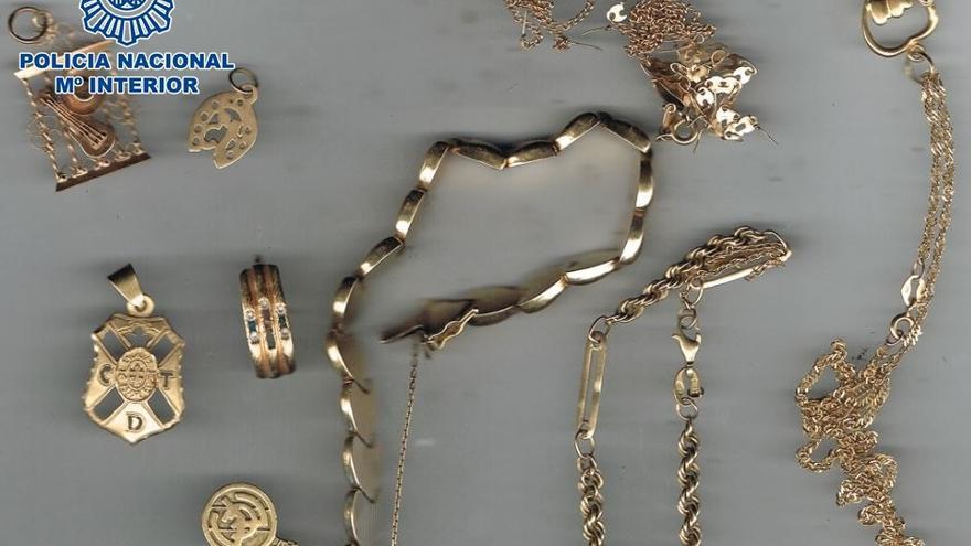 Detienen a una mujer por robar joyas en una vivienda en La Laguna