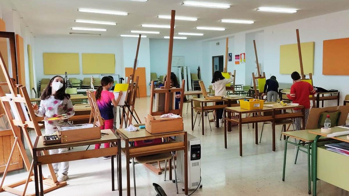 Una de las aulas de la Escuela Municipal de Pintura