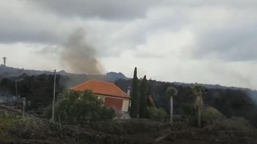 Derrumbe de una vivienda en La Palma y columna eruptiva de Cumbre Vieja (20/09/2021)