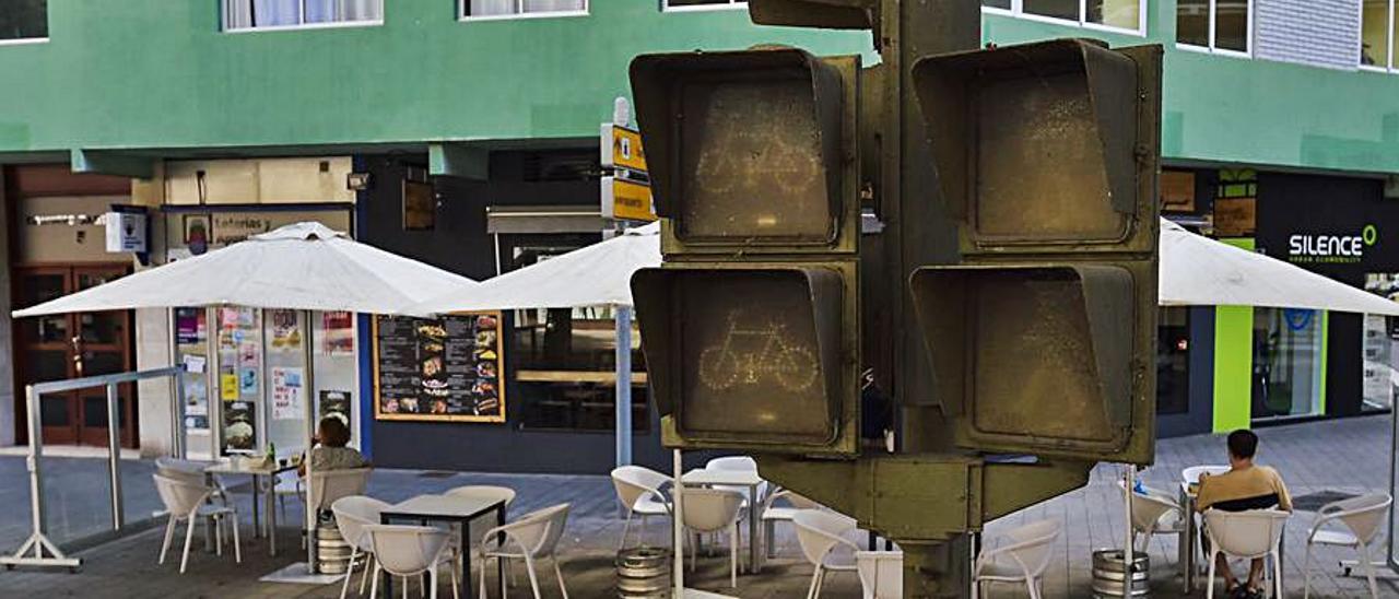 Antiguos semáforos y señales de tráfico continúan en Mesa y López