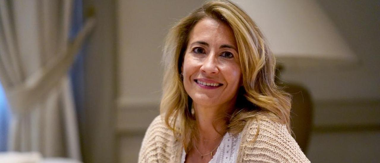 La ministra Raquel Sánchez posa tras la entrevista.