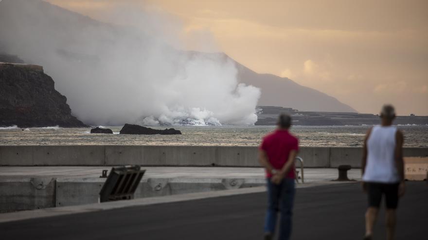 La lava del volcán de La Palma crea un enorme delta de 500 metros de ancho