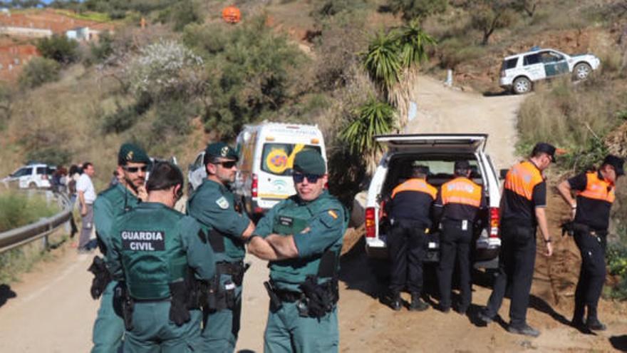 Estudian introducir bomberos dentro del pozo para agilizar el rescate de Julen