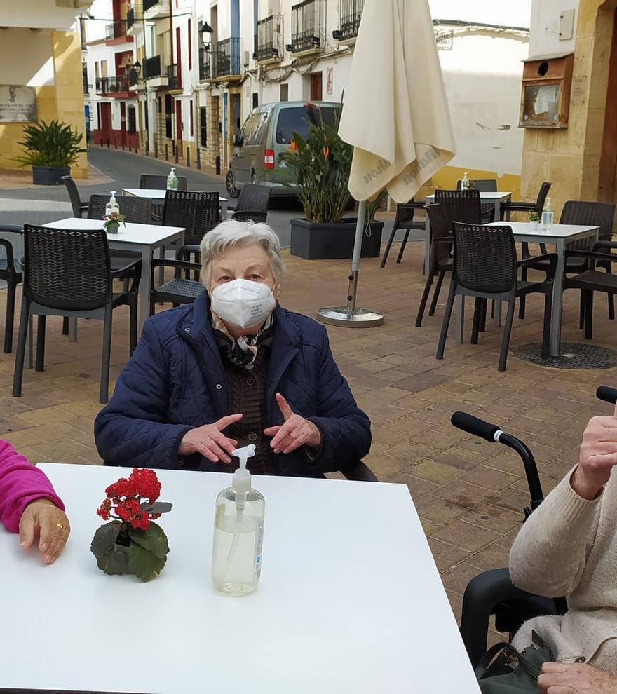 Los residentes de Savia vuelven a pasear por la calle tras ser vacunados
