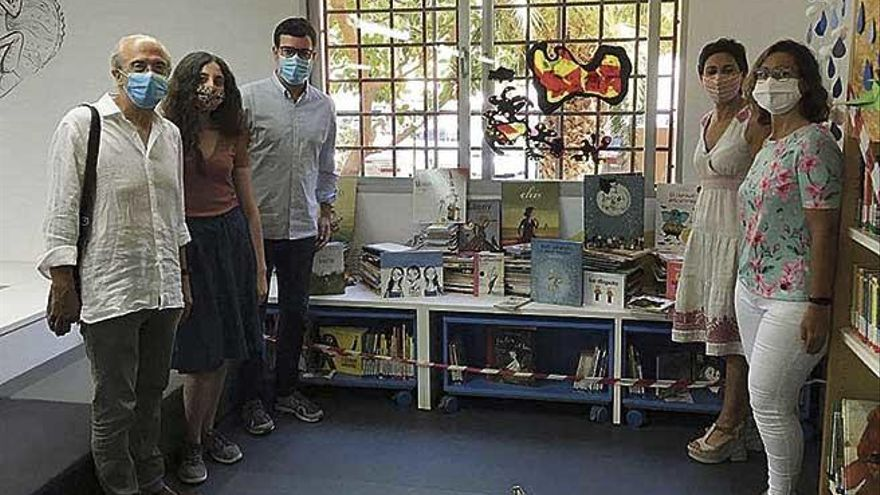 La biblioteca infantil de Nou Llevant recibe más de 540 libros gracias a Miquel Rayó