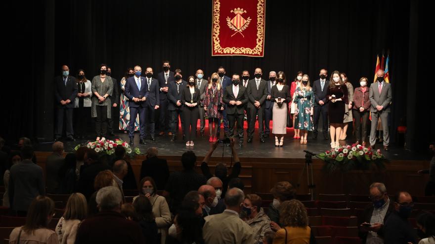 Los regantes, las rosarieras y las purisimeras reciben la Medalla de Oro de Vila-real