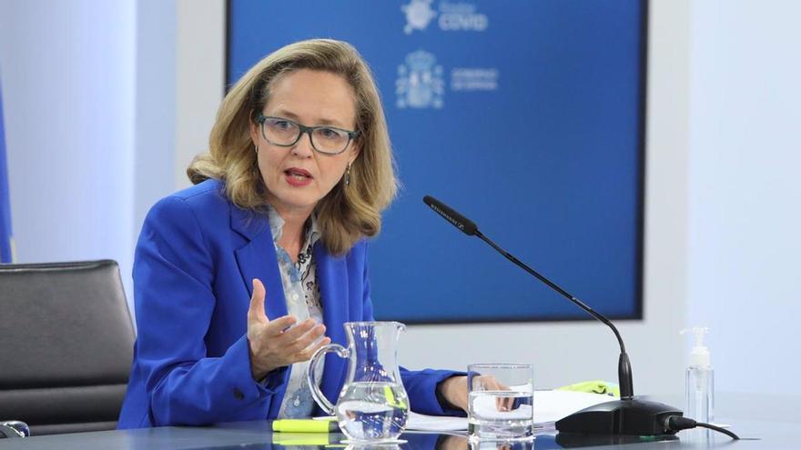"""Calviño admite una """"clara ralentización"""" de la economía española por la tercera ola"""