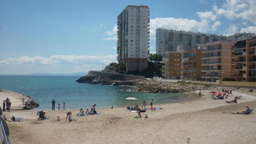La detección de residuos fecales obliga a cerrar               al baño la Playa del Faro