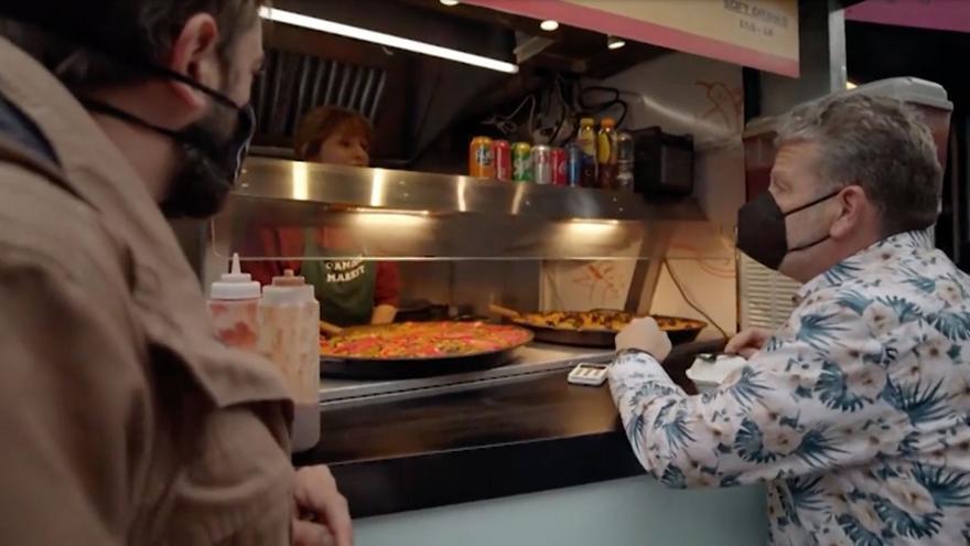 """Alberto Chicote desmonta la """"infame"""" paella que se vende en Londres como si fuera valenciana"""