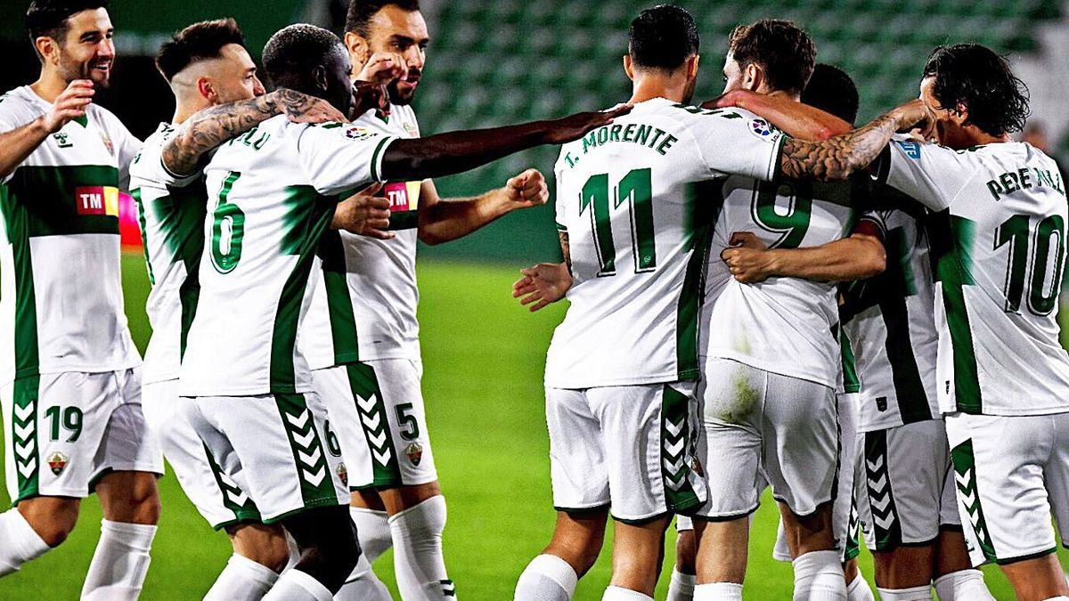 The Elche players celebrate their last goal on the 6th against Celta.  ecf