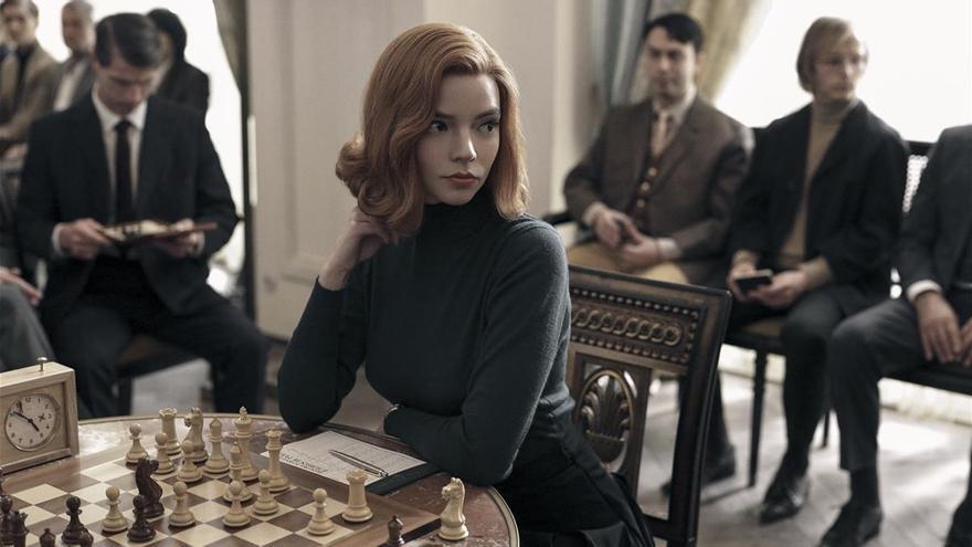 'Gambito de reina', la serie de Netflix que invita a jugar al ajedrez