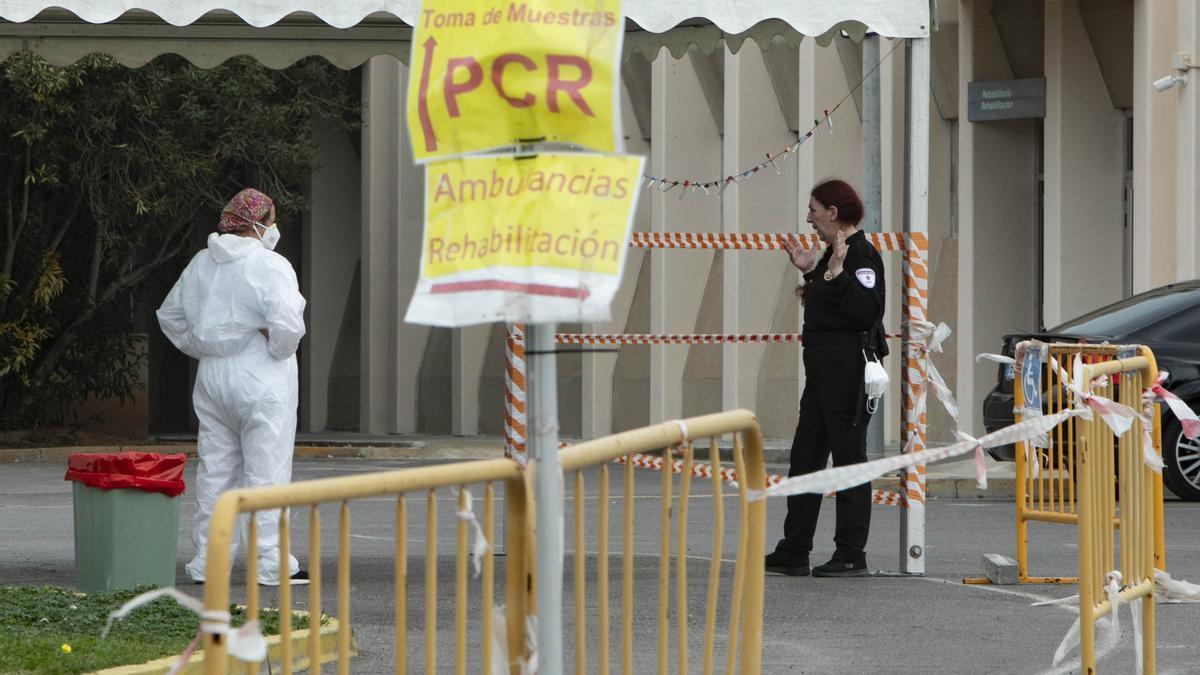 Coronavirus en Valencia hoy: zona en la que se realizan pruebas PCR en el hospital de Sagunt.