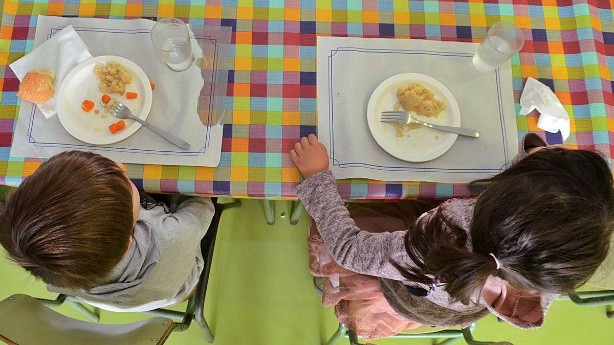 Niños, en un comedor escolar, antes de la pandemia.     // NOE PARGA