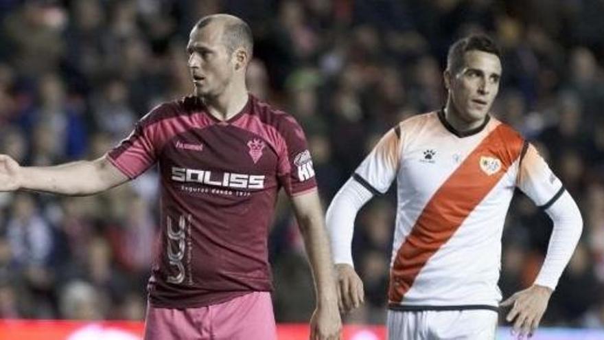 Suspendido el Rayo-Albacete por los insultos a Zozulia